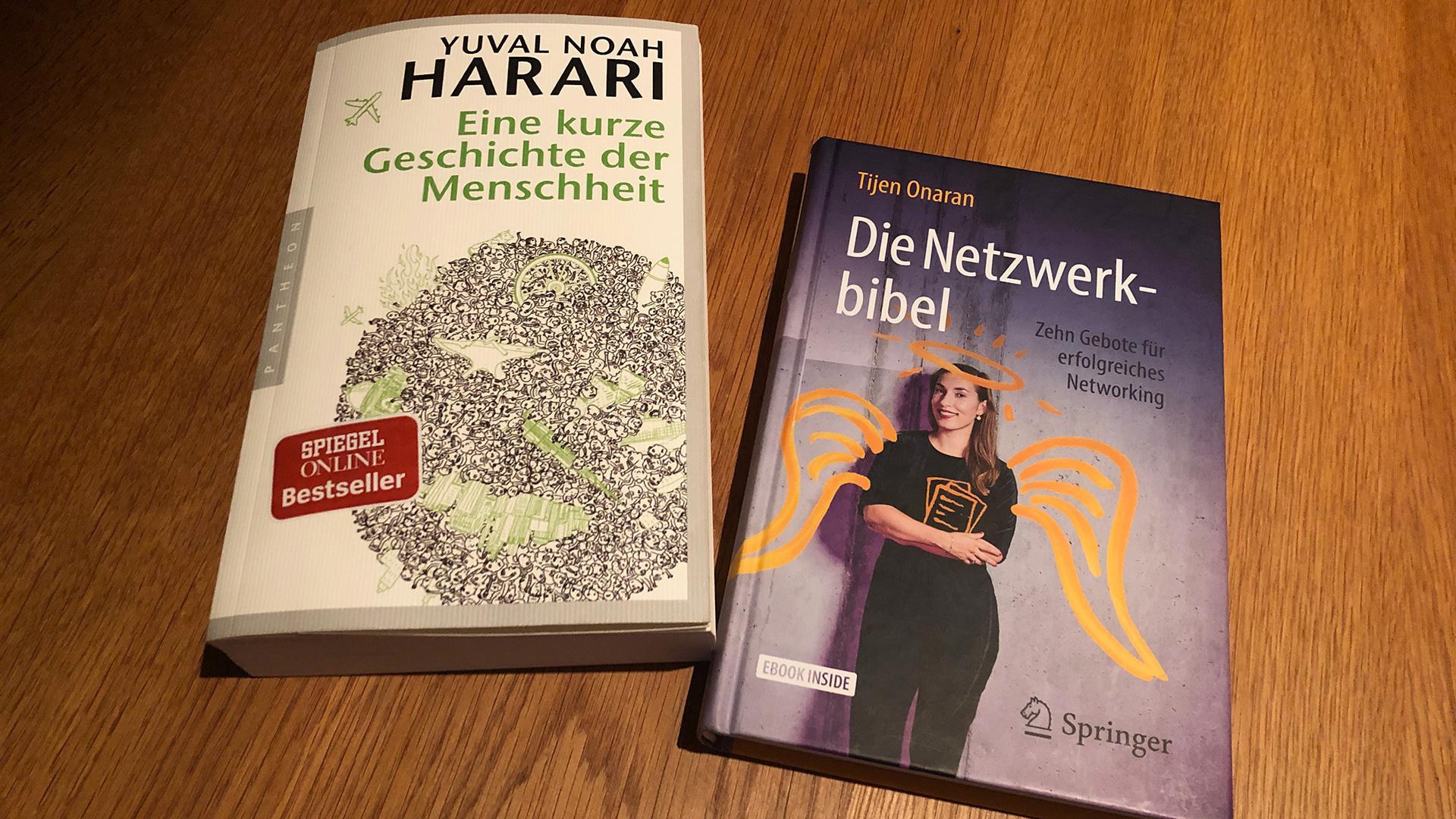 """zwei Bücher: """"Eine kurze Geschichte der Menschheit"""" und """"Die Netzwerkbibel"""""""